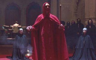 Σκηνή από το τελετουργικό σεξουαλικό όργιο της ταινίας «Μάτια ερμητικά κλειστά» (1999), του κύκνειου άσματος του μεγάλου Στάνλεϊ Κιούμπρικ.