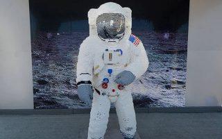 i-stoli-toy-astronayti-mpaz-olntrin-amp-8230-apo-kyvakia0