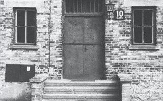 Οι πρώτες που κάθισαν στις ιατρικές πολυθρόνες του Μπλοκ 10 ήταν Εβραίες γυναίκες της Θεσσαλονίκης.