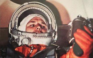 H σημαντικότερη από τις διαδοχικές επιτυχίες της ΕΣΣΔ στον «αγώνα του Διαστήματος» ήταν η αποστολή του Γιούρι Γκαγκάριν στις 12/4/1961 (φωτ.). Οκτώ χρόνια μετά, οι Αμερικανοί «προσπέρασαν» με την προσσελήνωση του «Απόλλων 11». EPA/SERGEI ILNITSKY