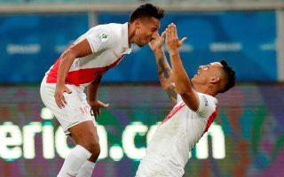 Η νέα γενιά της Βραζιλίας θα βρει απέναντί της το Περού, που φθάνει στον πρώτο τελικό Κόπα Αμέρικα εδώ και 44 χρόνια και απέκλεισε δύο από τις επικρατέστερες διεκδικήτριες, την Ουρουγουάη και τη Χιλή. REUTERS