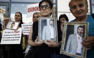Συγγενείς του δολοφονημένου Μάριου Παπαγεωργίου διαμαρτύρονται έξω από το Εφετείο μετά την έκδοση απόφασης του Εφετείου για τους κατηγορουμένους, Τετάρτη 3 Ιουλίου 2019. ΑΠΕ-ΜΠΕ/ΑΠΕ-ΜΠΕ/ΑΛΕΞΑΝΔΡΟΣ ΒΛΑΧΟΣ