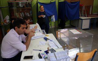 Επαναλαμβάνεται η ψηφοφορία για τις Βουλευτικές Εκλογές στο 33 εκλογικό τμήμα του Δήμου Αθηναίων καθώς άγνωστοι την προηγούμενη Κυριακή άρπάξαν την κάλπη λίγο πρίν την ολοκλήρωση της διαδικασίας, Αθήνα Κυριακή 14 Ιουλίου 2019. Η ψηφοφορία επαναλαμβάνεται με μικρή προσέλευση των ψηφοφόρων, υπό αστυνομικά μέτρα προστασίας της διαδικασίας. ΑΠΕ-ΜΠΕ/ΑΠΕ-ΜΠΕ/ΟΡΕΣΤΗΣ ΠΑΝΑΓΙΩΤΟΥ