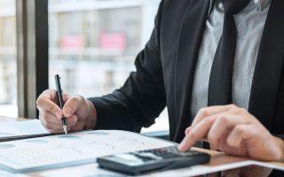 Οσοι επιλέξουν την αποπληρωμή των οφειλών τους σε 36 δόσεις θα δουν τις προσαυξήσεις να μειώνονται κατά 75%.