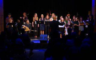Στιγμιότυπο από τη συναυλία που πραγματοποιήθηκε στο David Friend Recital Hall, όπου οι δύο υπότροφοι από την «Κιβωτό» μοιράστηκαν τη σκηνή με την παιδική χορωδία του Eliot School και αποφοίτους του Berklee Global Jazz Institute.