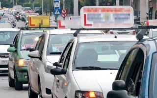 Οι νέες παρατάσεις έρχονται ως συνέπεια των προβλημάτων που έχουν δημιουργηθεί μετά την ψήφιση του νέου νόμου για τις εξετάσεις οδήγησης, χωρίς να έχει προετοιμαστεί κατάλληλα η πολιτεία για την εφαρμογή του.