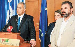 Ο νέος υπουργός Αγροτικής Ανάπτυξης Μάκης Βορίδης κατά την τελετή παράδοσης - παραλαβής, με τον απερχόμενο υπουργό Σταύρο Αραχωβίτη.