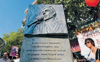 Το μνημείο για τον Παύλο Φύσσα στο σημείο όπου έπεσε νεκρός από το μαχαίρι του Γ. Ρουπακιά, στο Κερατσίνι.