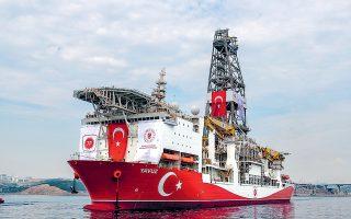 To τουρκικό πλωτό γεωτρύπανο «Γιαβούζ». Ο Ελληνας ΥΠΕΞ Ν. Δένδιας τόνισε χθες ότι «αυτονόητες προϋποθέσεις της επανέναρξης των διαπραγματεύσεων είναι ο τερματισμός των παράνομων γεωτρήσεων και ερευνών, καθώς και η απομάκρυνση των πλοίων της Τουρκίας από την κυπριακή αιγιαλίτιδα ζώνη και την ΑΟΖ».