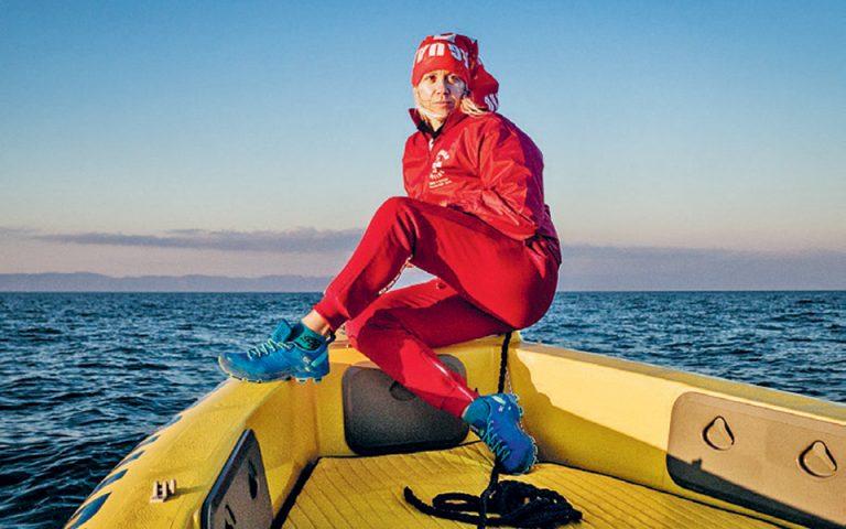 «Ο ναυαγοσώστης δεν βρίσκεται εκεί μόνον για να επέμβει, αλλά και για να παρέμβει πριν από το περιστατικό», υπογραμμίζει η Μάνια Μπικώφ, από τους πρώτους ναυαγοσώστες στην Ελλάδα.