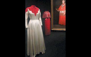 Φόρεμα του 1939 μπροστά στον πίνακα του Γκόγια «Cardinal Luis Maria de Borbon y Vallabriga», (περ. 1800).
