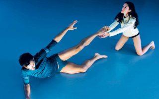 Το χορογραφικό δίδυμο arisandmartha σε μια παράσταση με τίτλο «Lucy. tutorial for a ritual».