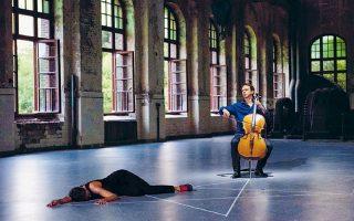 «Εν τω μέσω της ζωής, βρισκόμαστε», παράσταση βασισμένη στη χορογραφία της Αν Τερέζα ντε Κεερσμάκερ.
