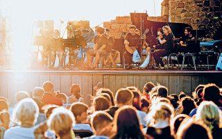Την έννοια του «Διαλόγου» διερευνά φέτος το φεστιβάλ του Μολύβου (επάνω), αφιέρωμα