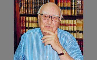Ο Ιταλός συγγραφέας Αντρέα Καμιλέρι άφησε χθες την τελευταία του πνοή σε ηλικία 93 ετών.