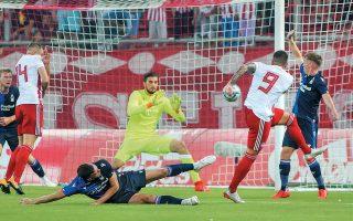 Με δύο γκολ του Γκερέρο και ένα του Μασούρα οι «ερυθρόλευκοι» επικράτησαν με 3-0 της Νότιγχαμ Φόρεστ.