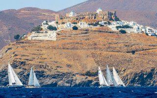 Ο στόλος απέπλευσε χθες από την Αστυπάλαια και σήμερα το πρωί αναμένονταν οι τερματισμοί των τελευταίων σκαφών στη Μήλο.