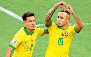 Ο Εβερτον (19), παίκτης-αποκάλυψη της διοργάνωσης, άνοιξε το σκορ για τη Βραζιλία, ενώ ο Κουτίνιο πέρασε μάλλον... απαρατήρητος.