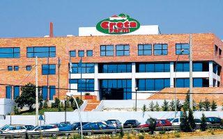 Πηγές από το λιανεμπόριο ανέφεραν ότι πλέον κορυφαία αλυσίδα αποσύρει τους κωδικούς της Creta Farms από τα ράφια της, καθώς δεν υπάρχουν τα απαιτούμενα εμπορεύματα.