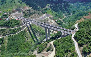 Στις κατασκευές, αντικείμενο διεκδίκησης από την «Ακτωρ» θα είναι πλέον έργα στα οποία ο όμιλος έχει συγκριτικό πλεονέκτημα, όπως οι σήραγγες, οι μεγάλες γέφυρες, τα έργα μετρό και οι βιολογικοί καθαρισμοί. Στις παραχωρήσεις, η εταιρεία εστιάζει στην Εγνατία Οδό (φωτ.) και στους τρεις κάθετους άξονές της, στην υποθαλάσσια ζεύξη της Σαλαμίνας και στον βόρειο οδικό άξονα της Κρήτης.