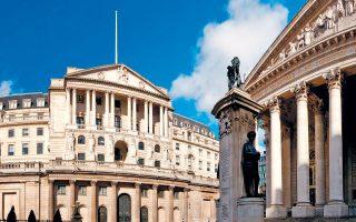 Στην έκθεσή της, η Τράπεζα της Αγγλίας τονίζει πως οι τράπεζες της χώρας διαθέτουν επαρκή κεφάλαια για να απορροφήσουν τους κραδασμούς από μια αποχώρηση της Βρετανίας χωρίς εναλλακτική συμφωνία με την Ευρωπαϊκή Ενωση.