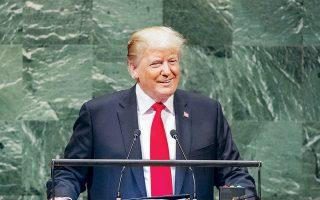 O πρόεδρος Τραμπ έχει κατ' επανάληψιν δηλώσει πως το δολάριο είναι ισχυρό στις αγορές συναλλάγματος, ισχυριζόμενος πως έτσι υποβαθμίζεται η ανταγωνιστικότητα των αμερικανικών εξαγωγών και κατ' επέκτασιν του μεταποιητικού κλάδου.