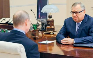 Αντρέι Κοστίν (φωτ.) ανήκει στον κλειστό κύκλο του προέδρου Βλαντιμίρ Πούτιν και αποτελεί συχνό συνομιλητή του.