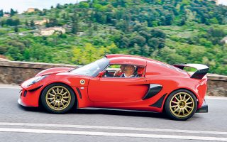 O Φιλ Πόφαμ, διευθύνων σύμβουλος της Lotus, υποστηρίζει πως η παραγωγή θα μπορούσε να εξαπλασιαστεί, σε 10.000 αυτοκίνητα τον χρόνο, αν λειτουργήσει και δεύτερη βάρδια στο εργοστάσιο του Χέθελ.