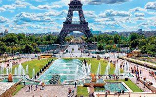Τον Πύργο του Αϊφελ επισκέπτονται κάθε χρόνο 6 εκατ. άτομα, αλλά πρόκειται για περιοχή με άπλετο χώρο.