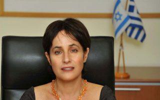 Η πρέσβειρα του Ισραήλ Ιρίτ Μπεν Αμπα αναχωρεί για την πατρίδα της έπειτα από θητεία πέντε ετών στην Αθήνα, αφήνοντας τις ελληνοϊσραηλινές σχέσεις σε ένα επίπεδο που ποτέ δεν είχαν.