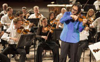 Με ξεχωριστή έμφαση στην ποιότητα του ήχου απέδωσε ο Καβάκος το Κοντσέρτο για βιολί του Μέντελσον. ΘΩΜΑΣ ΔΑΣΚΑΛΑΚΗΣ
