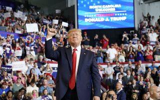Η ομιλία του στο Γκρίνβιλ της Βόρειας Καρολίνας ανέδειξε την προεκλογική στρατηγική του Ντόναλντ Τραμπ για τις προεδρικές του 2020: διχασμός και απροκάλυπτη καλλιέργεια ρατσιστικών ενστίκτων. REUTERS/KEVIN LAMARQUE