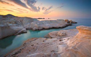 travel-and-leisure-i-milos-to-kalytero-nisi-tis-eyropis-amp-8211-kriti-paros-kai-santorini-stin-5ada0