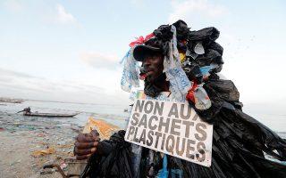 Πρωτοπορεί η Αφρική στην προσπάθεια επίλυσης της μάστιγας της πλαστικής ρύπανσης.