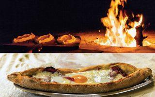 Μία από τις ιδιαιτερότητες των φούρνων για πεϊνιρλί είναι ότι η φωτιά καίει από χαμηλά, διαχέοντας τη θερμότητα προς τα πάνω. Φρεσκοψημένο, τραγανό, άκρως μυρωδάτο πεϊνιρλί. (Φωτογραφίες: Δημήτρης Βλάικος)