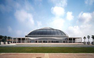 Ανάμεσα στα εμβληματικά κτίρια που έχει σχεδιάσει ανά τον κόσμο ο Αράτα Ισοζάκι είναι το Παλάου Σαν Ζόρντι στη Βαρκελώνη (πάνω), το Μουσείο Μοντέρνας Τέχνης Gunma στο Τακασάκι, το Πάλα Αλπιτούρ στο Τορίνο και το Εθνικό Συνεδριακό Κέντρο στο Κατάρ.