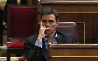 epa05605217 Former leader of Spanish Socialist Workers' Party (PSOE) Pedro Sanchez attends the investiture debate at Spanish Parliament's Lower Chamber in Madrid, Spain, 27 October 2016. According to the political calendar, the investiture vote of People's Party (PP) candidate and acting Prime Minister Mariano Rajoy in the Congress must be held before 31 October 2016 or the nation will go straight to its thir election in a year.  EPA/Javier Lizon