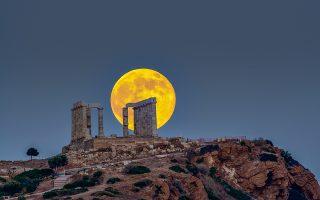 Η Σελήνη και το φως της, κάτω από το οποίο τα σαφή όρια χάνονται και τα πράγματα αποκτούν διαφορετική όψη, ενέπνευσαν και στον Κλοντ Ντεμπισί μία σειρά από πιανιστικά έργα. Φωτογραφία του ερασιτέχνη αστρονόμου Κώστα Εμμανουηλίδη, μέλους των Ομίλου Φίλων Αστρονομίας Θεσσαλονίκης.
