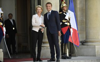 epa07735347 French President Emmanuel Macron welcomes President-elect of the European Commission Ursula von der Leyen, upon her arrival for a lunch at the Elysee Palace in Paris, France, 23 July 2019. Von der Leyen was approved by the European Parliament in a vote on 16 July 2019.  EPA/Julien de Rosa