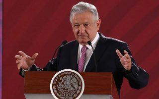 Για το Μεξικό, οι αναλυτές εκτιμούν πως μια μείωση των επιτοκίων του δολαρίου θα δώσει στην κυβέρνηση του Λόπεζ Ομπραδόρ τη δυνατότητα να ακολουθήσει τον ίδιο δρόμο και να μειώσει τα επιτόκια του πέσο χωρίς να χάσει το νόμισμα την έλξη που ασκεί στους επενδυτές.