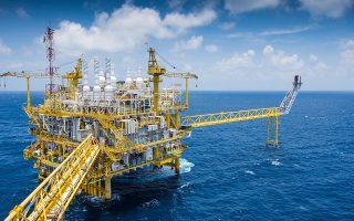 ΕxxonMobil, Total και Repsol βρίσκονται σε στάση αναμονής, αν και έχουν υπογράψει συμβάσεις και είναι έτοιμες να εξερευνήσουν περιοχές του Ιονίου και της Κρήτης.