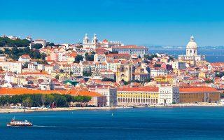 Ο μέσος όρος του επιπέδου εκπαίδευσης των Πορτογάλων έχει αυξηθεί και είναι φυσικό να υπάρχει έλλειψη καθαριστριών και σερβιτόρων.
