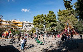 Η παιδική χαρά επί των οδών Τέω και Αμυκλών στη Λαμπρινή σφύζει ξανά από ζωή. Βούληση της νέας ηγεσίας του δήμου είναι μέσα στο 2020 να παραδοθούν και οι τελευταίες 14 παιδικές χαρές της Αθήνας.