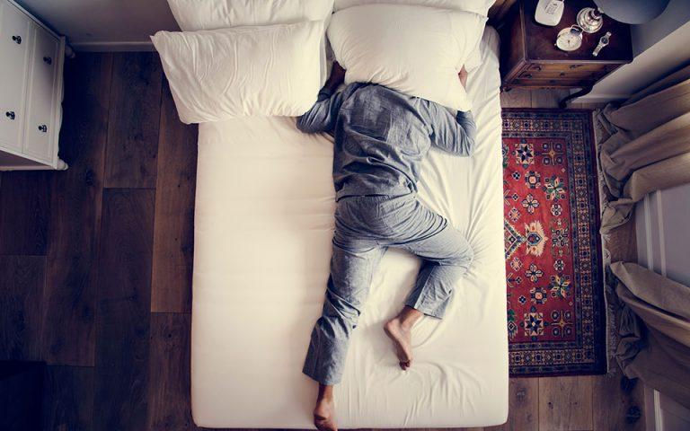 Λιγότερες από επτά ώρες ύπνου μπορούν να προκαλέσουν βλάβες στην ψυχική και σωματική υγεία
