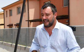 Ο Σαλβίνι σε πρόσφατη επίσκεψή του σε κέντρο υποδοχής μεταναστών στην Κατάνια.