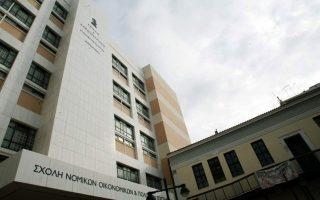 Η κ. Κεραμέως επισήμανε ότι η απόφαση για την ίδρυση της σχολής από την προηγούμενη ηγεσία του υπουργείου Παιδείας ελήφθη «στο πόδι, για συγκεκριμένους λόγους».