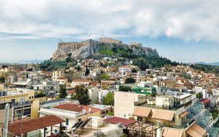 Ενα νέο μοντέλο συνεργασίας και συντονισμού δράσης, ανάμεσα στον Δήμο Αθηναίων και στα συναρμόδια κατά περίπτωση υπουργεία, εγκαινιάσθηκε χθες. Στόχος είναι η υπέρβαση της αλληλομετάθεσης ευθυνών και η ταχεία υλοποίηση των αναγκαίων δράσεων, προκειμένου το συντομότερο δυνατόν να ανακτήσει η Αθήνα το χαμένο έδαφος, να γίνει περισσότερο καθαρή, ασφαλής, λειτουργική, να επουλωθούν οι «πληγές» που άφησε πάνω της η κρίση, να γίνει πιο φιλόξενη για κατοίκους και επισκέπτες.