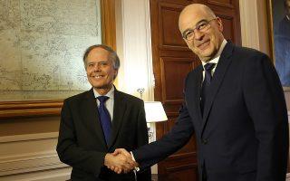Ο υπουργός Εξωτερικών Νίκος Δένδιας (δεξιά) συναντήθηκε χθες με τον Ιταλό ομόλογό του Εντσο Μοαβέρο Μιλανέζι, στην Αθήνα.