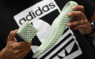 70. Ενα νέο υλικό που θα χρησιμοποιηθεί για πάτος των παπουτσιών της παρουσίασε η Adidas με αφορμή την συμπλήρωση των 70χρόνων από την δημιουργία της εταιρίας.  REUTERS/Andreas Gebert