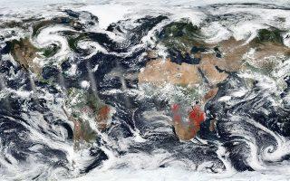 Δελτίο πυρκαγιών. Η φωτογραφία της ΝΑSA δείχνει με τον πλέον δραματικό τρόπο τις πυρκαγιές στο σπίτι μας, την Γη. Εντυπωσιακό το γεγονός ότι οι φωτιές στην Αφρική είναι μεγαλύτερες από αυτές του Αμαζονίου, όμως όπως εξηγούν οι επιστήμονες δεν είναι τόσο δραματικές όσο αυτές των τροπικών δασών. EPA